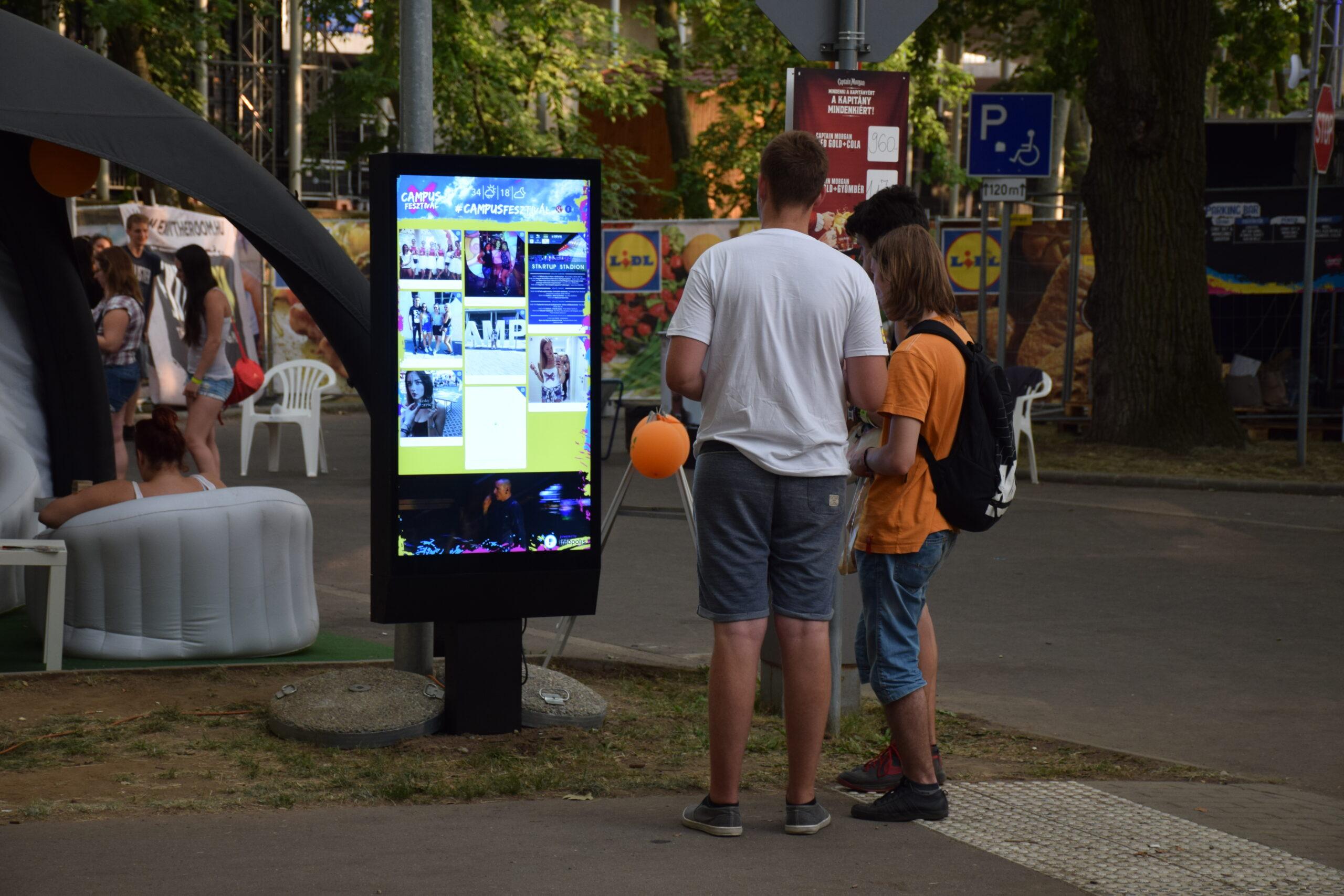 digital signage rendezvény kijelző kültéri megoldás outdoor display solution